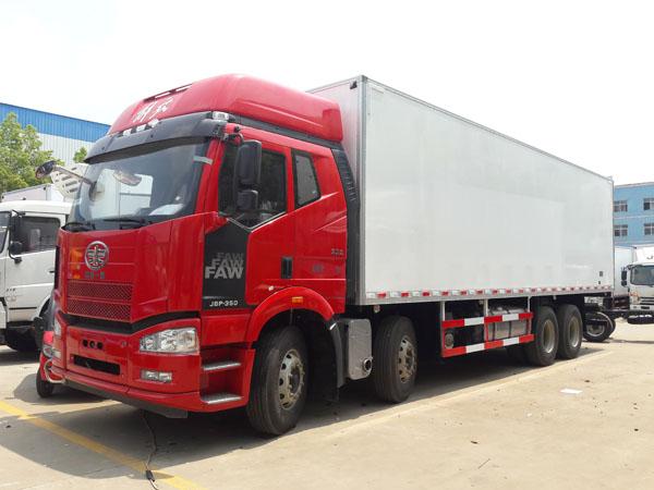 解放J6P前四后八9.6米冷藏车