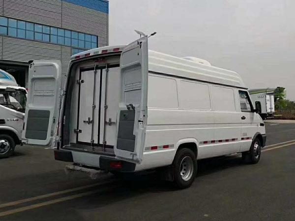 依维柯V40冷藏车