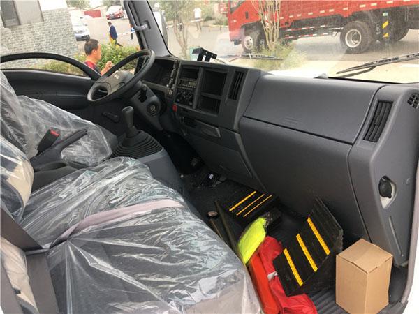 五十铃KV600冷藏车