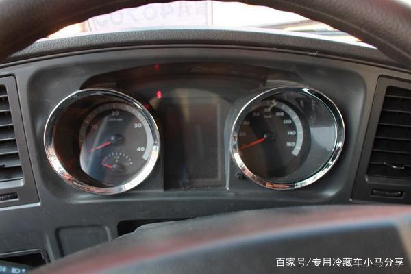 豪沃G5X驾驶室仪表盘